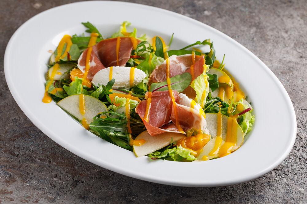 Lettuce leaves with Parma ham