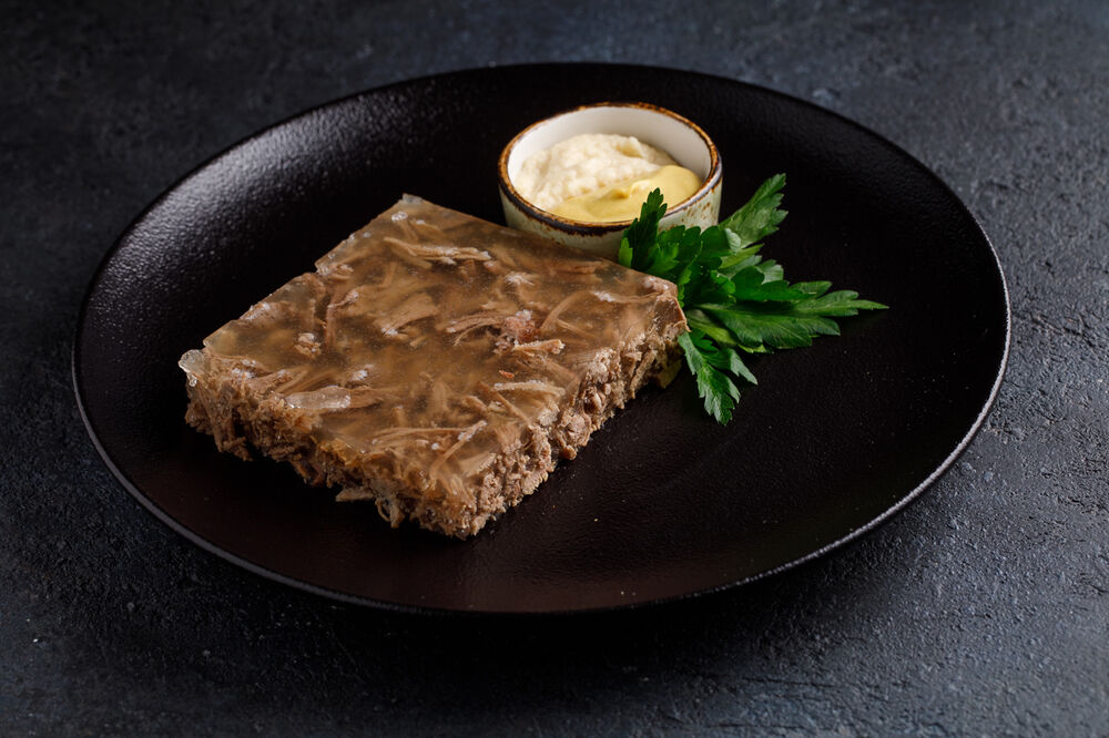 Jellied minced meat with a horseradish and mustard