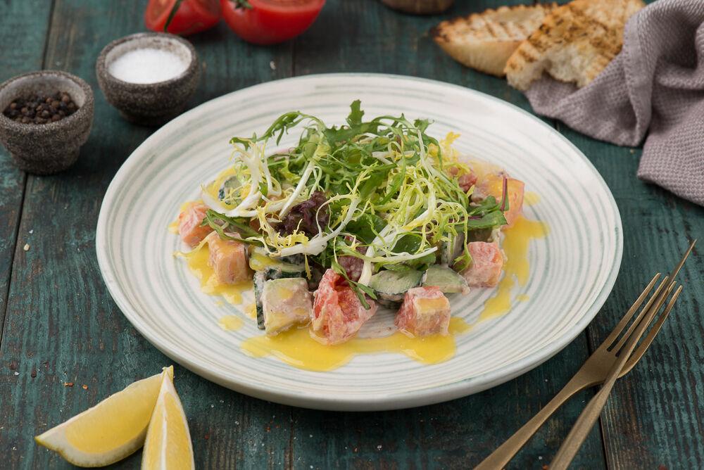 Salad with smoked salmon and avocado