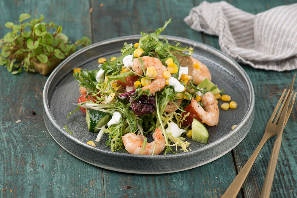 Black Ciabatta Salad with Prawns and Chips