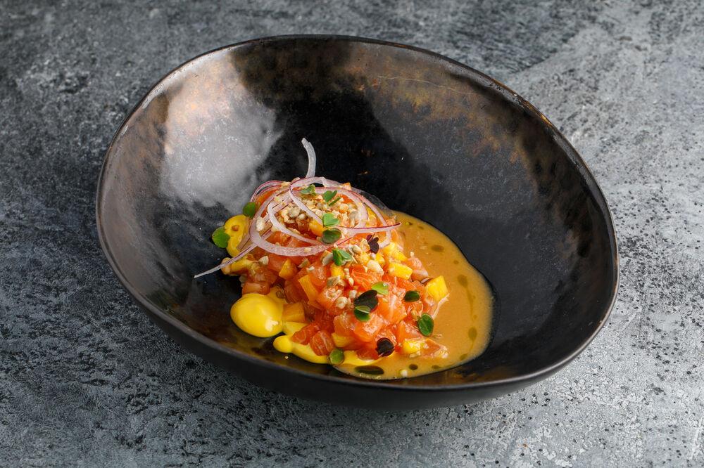 Salmon tartar with mango and sesame seed