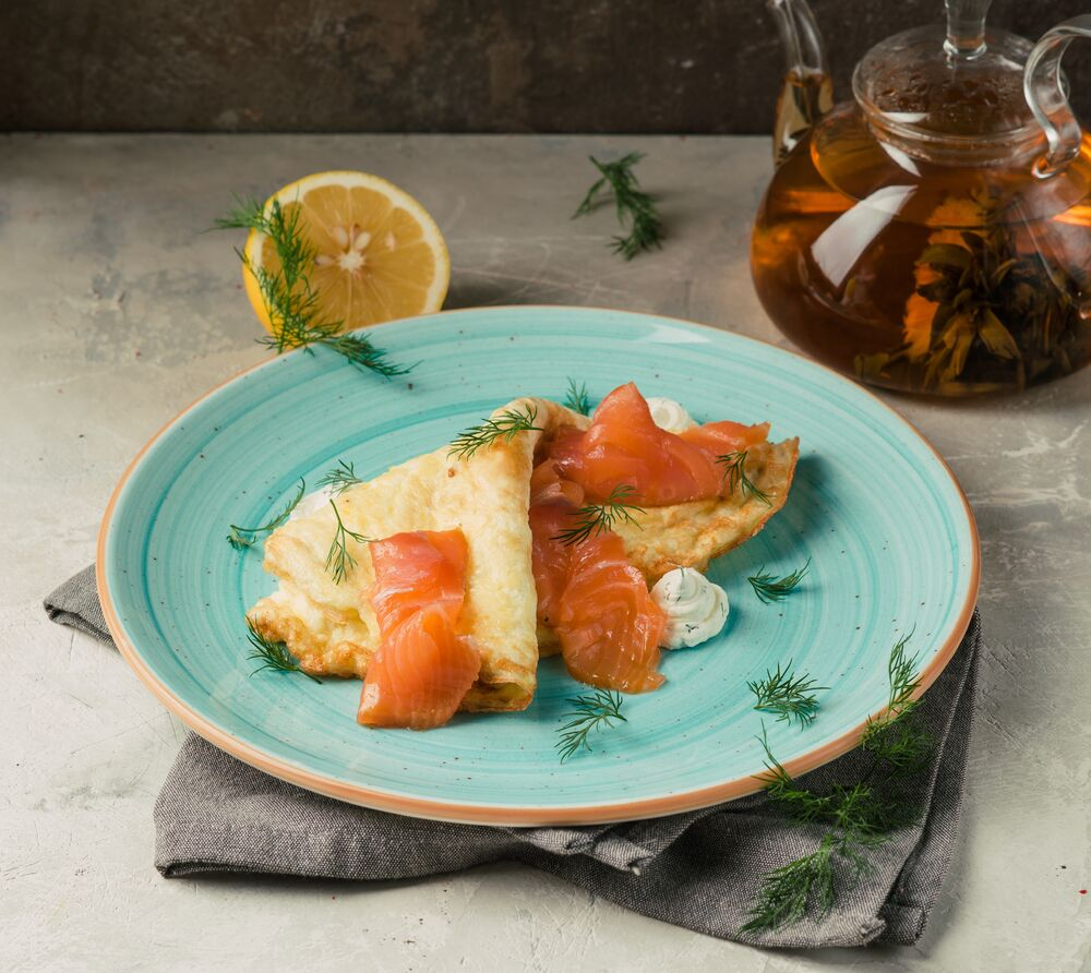 Omelette with salmon and cream cheese