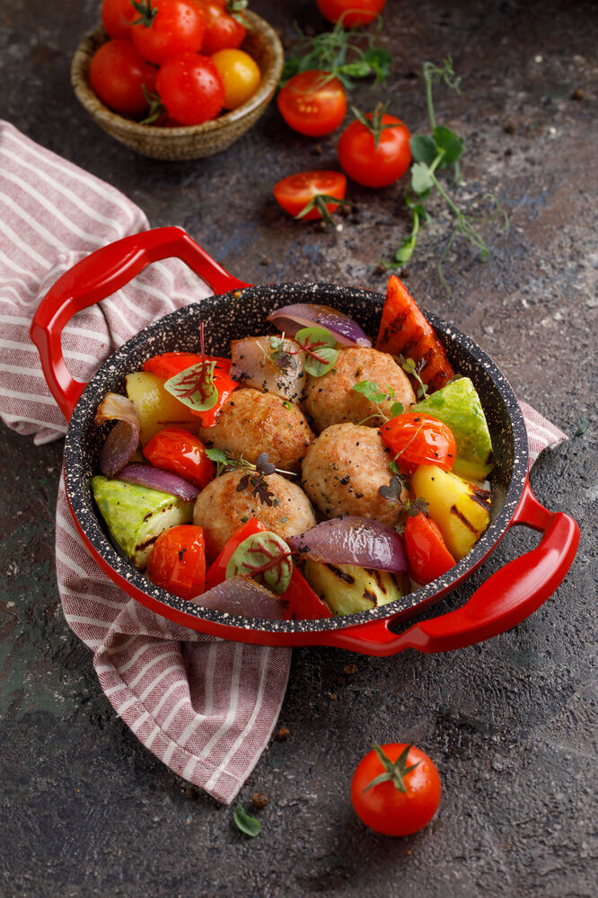 Cutlets from turkey with vegetables
