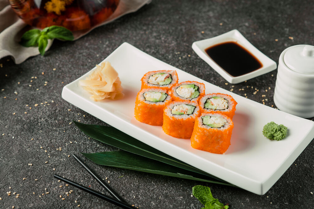 California roll with sesame
