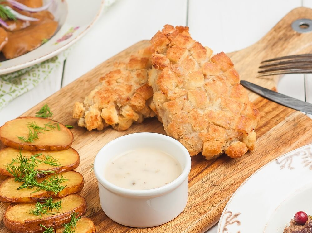 «Pozharskie» cutlets with mushroom sauce  and «Pushkin» potatoes