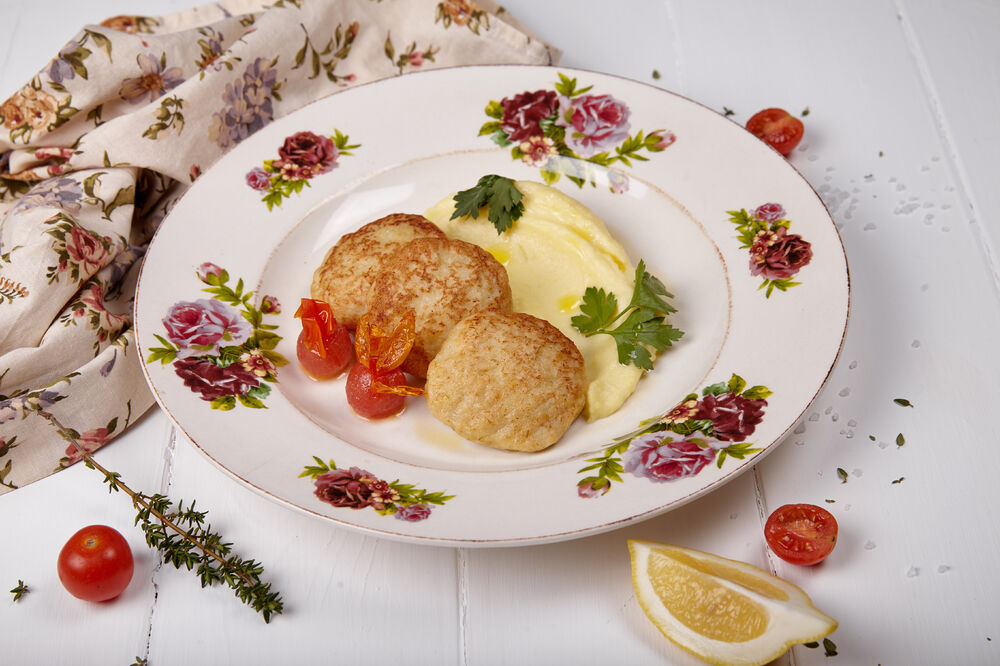 Pike cutlets with mashed potatoes