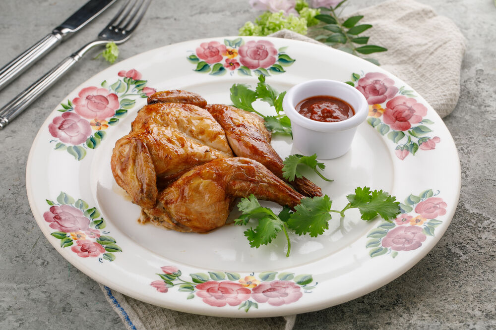 Tobacco chicken with homemade tomato sauce