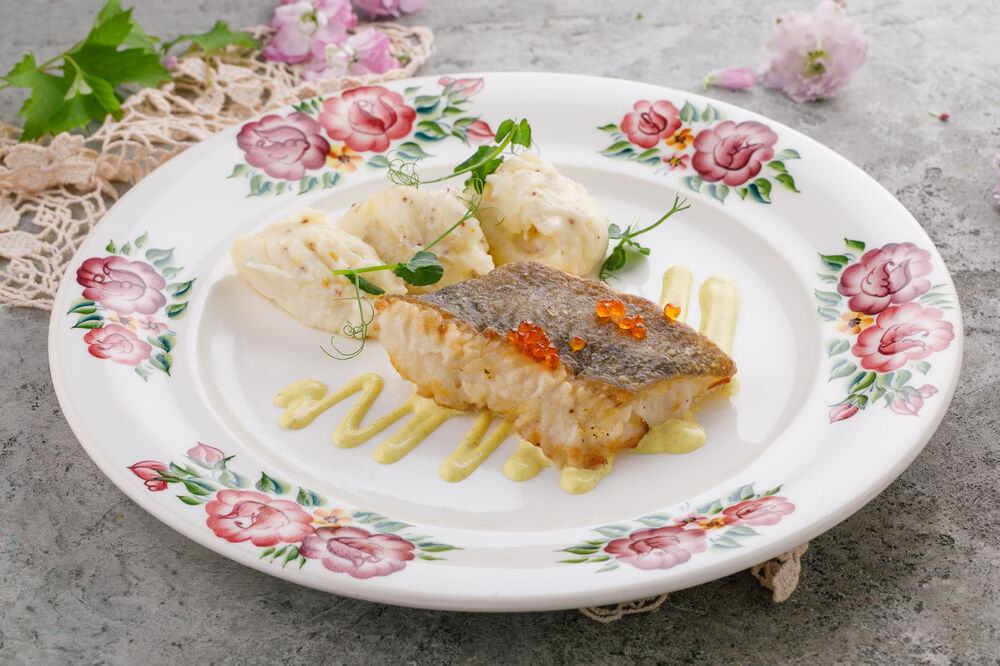 Pacific halibut with mashed potatoes and mustard
