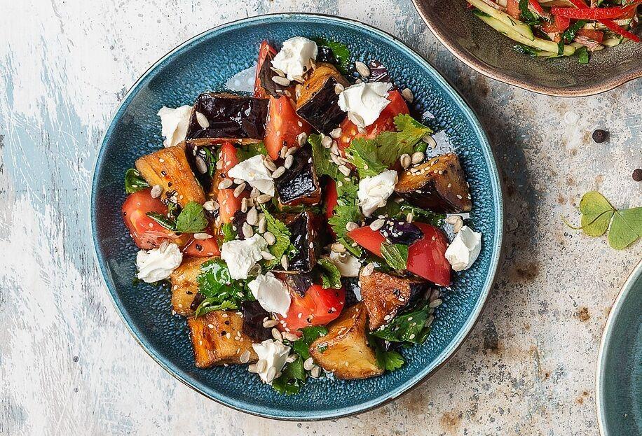 Salad with crispy eggplants