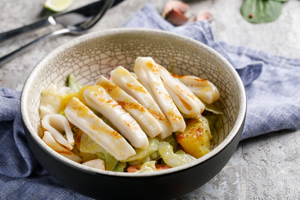 Salad with squid and mustard-honey dressing