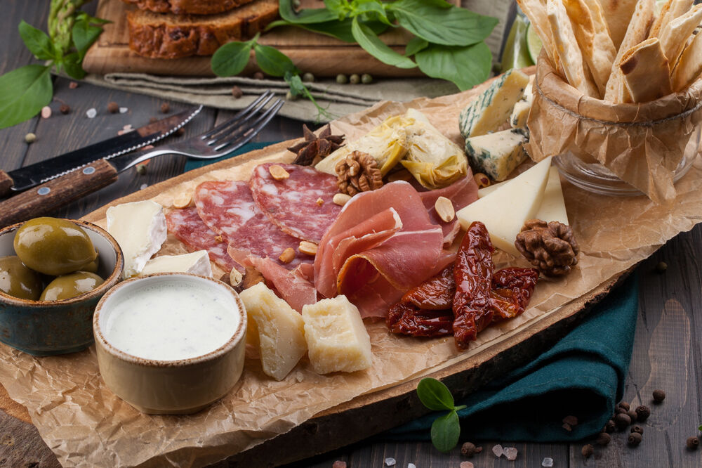 Assorted italian meat delicacias