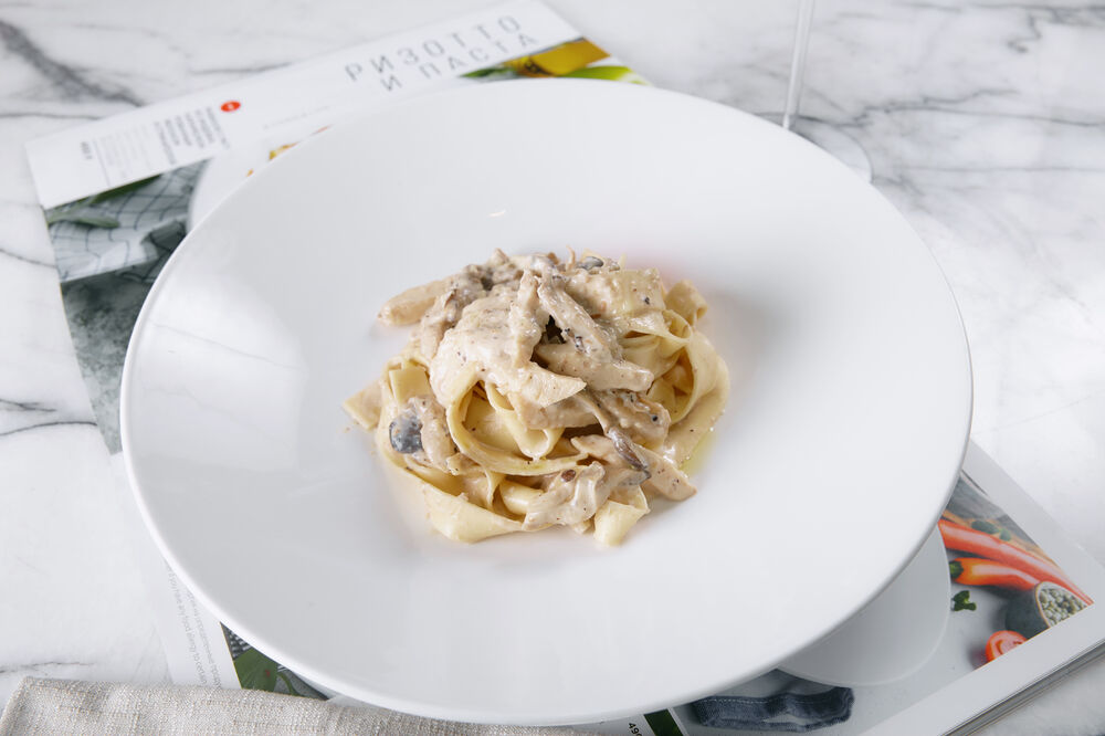 Pappardelle with mushroom salsa and chicken