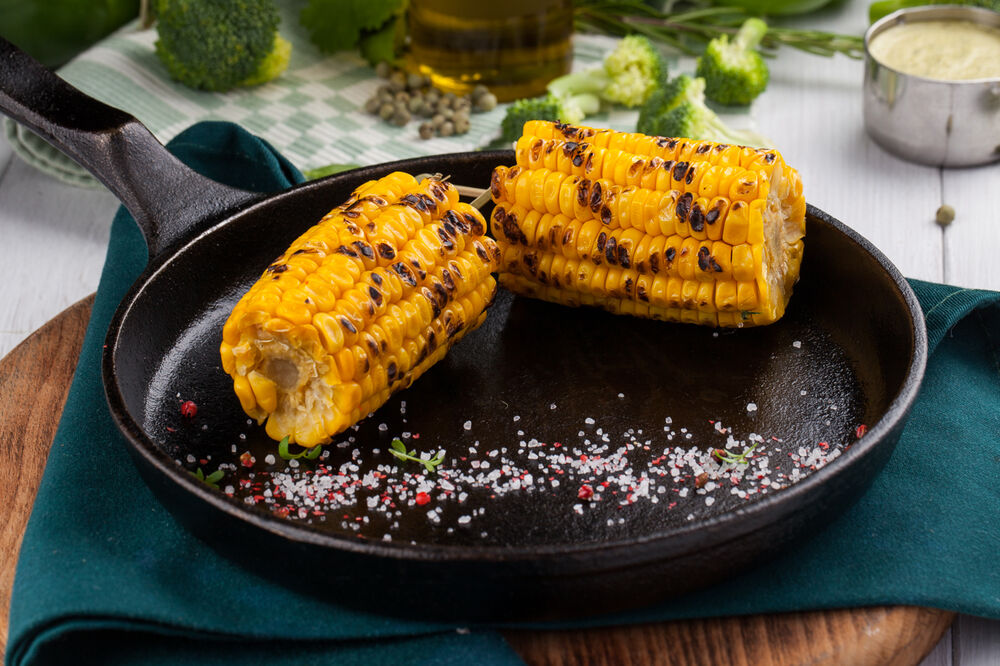 Charcoal grilled corn ears