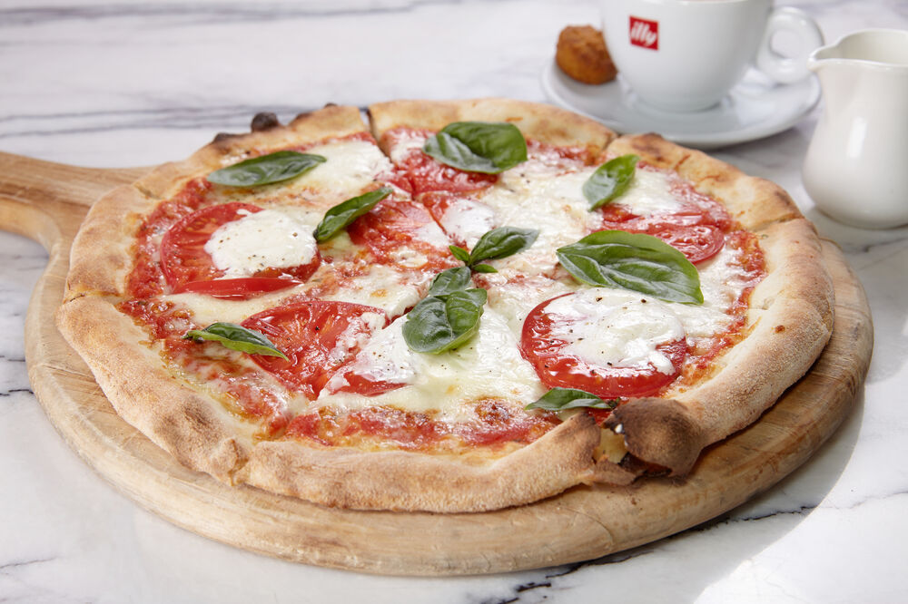 Pizza with Stracciatella and tomatoes