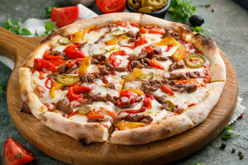 BBQ pizza with beef and paprika