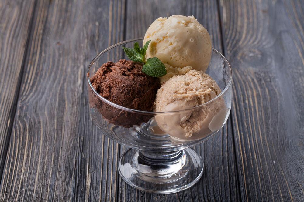 Strawberry ice cream (per scoop)