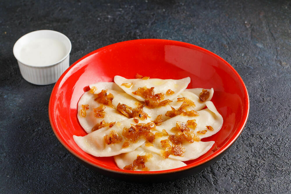 Dumplings with potatoes and onion cracklings