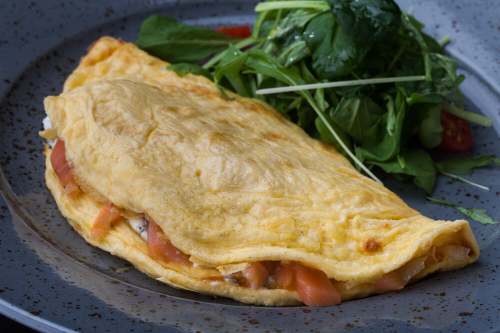 Omelette with light-salted salmon and cream cheese