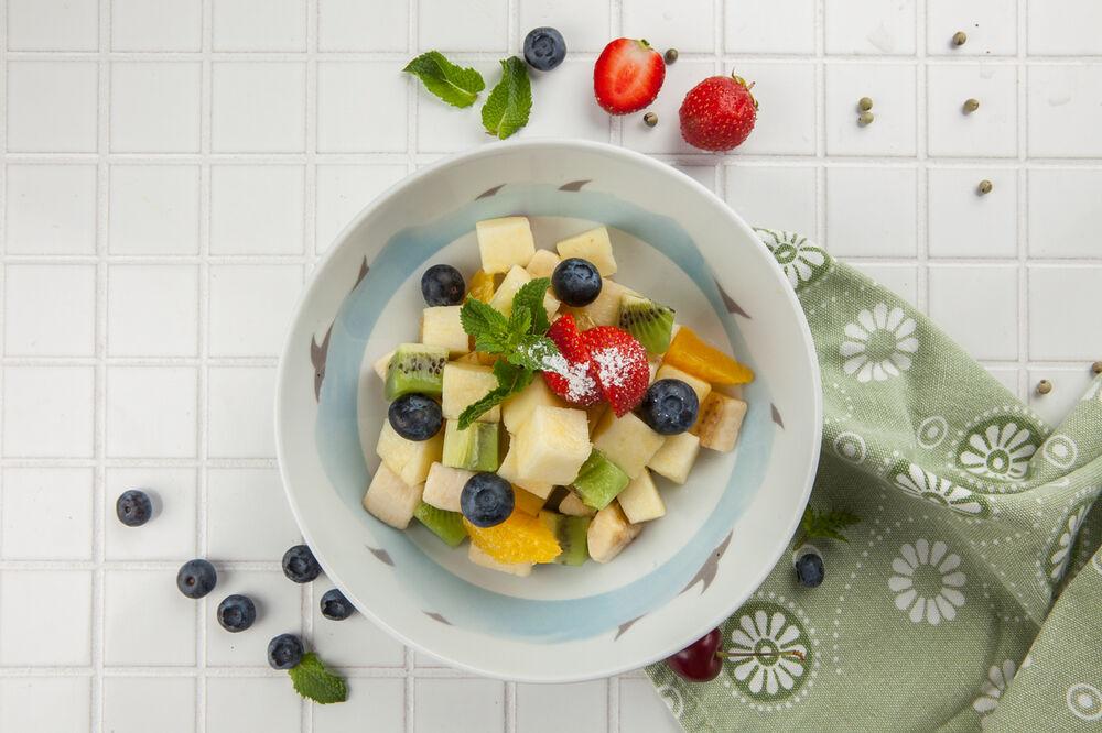 Fruit salad with raspberry yoghurt