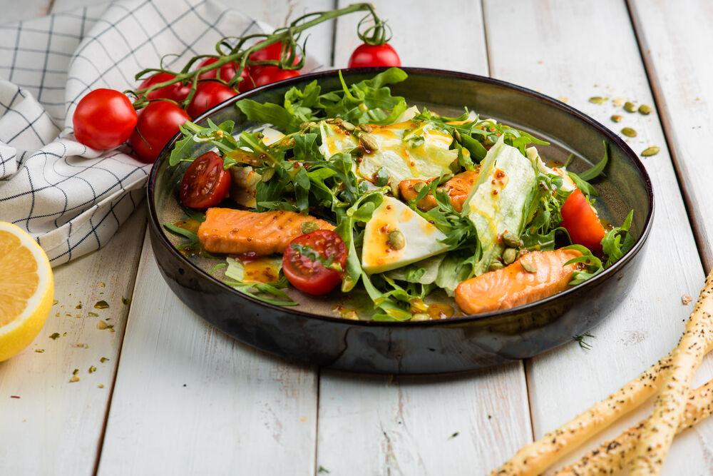 Warm salad with salmon