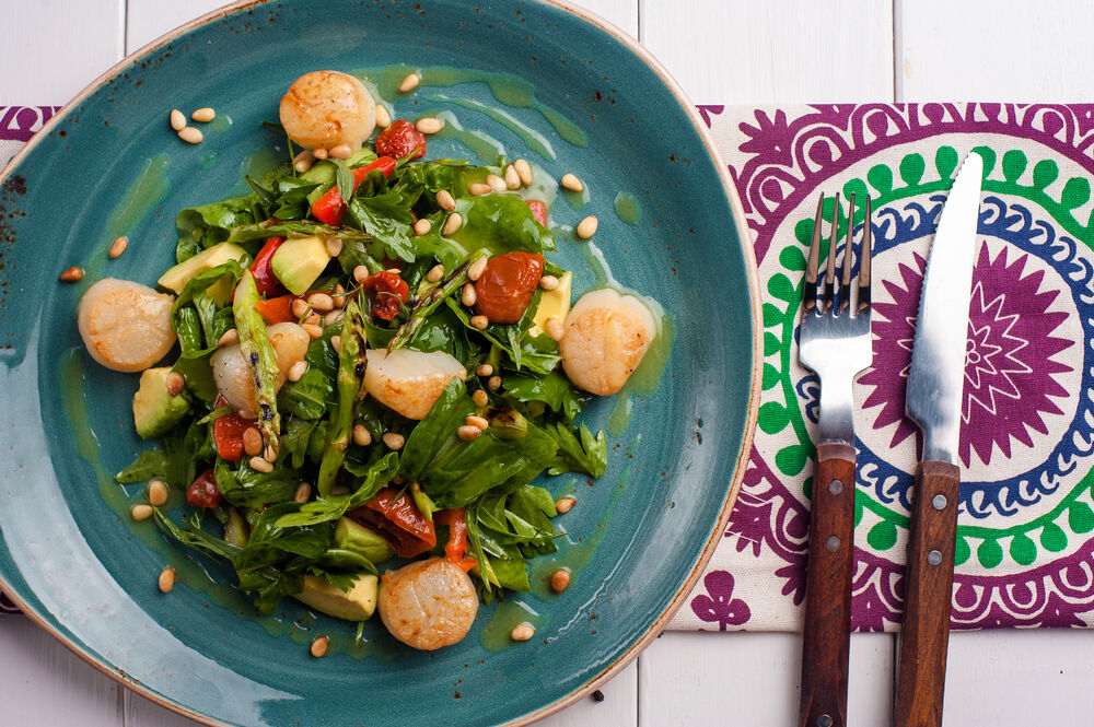 Salad with scallops