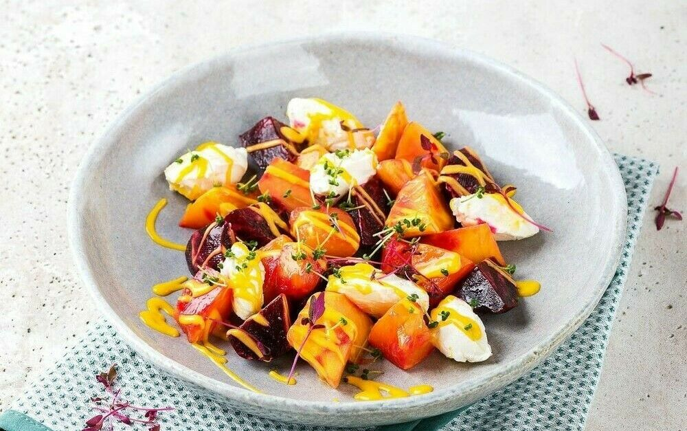 Beetroot and goat cheese salad with mango dressing