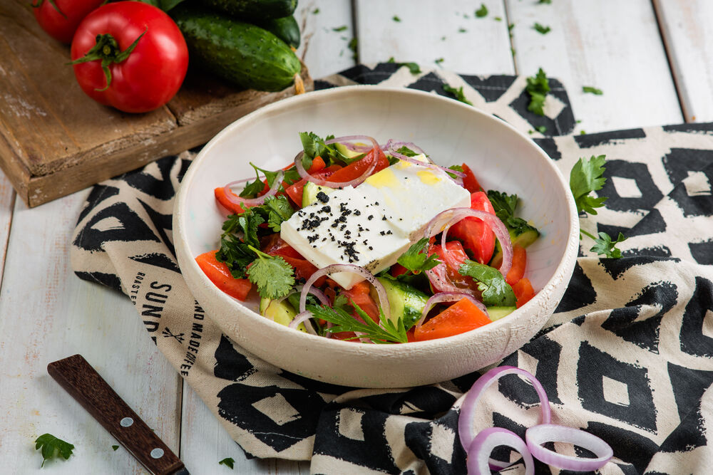 Vegetable salad with baked paprika and bryndza