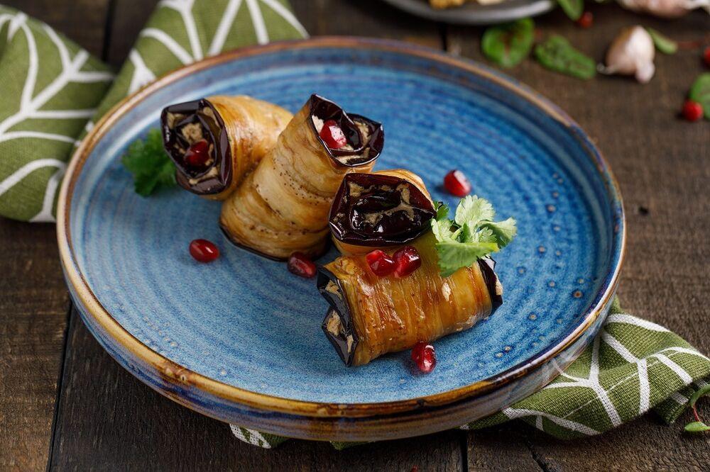 Mingrelian style roasted eggplant rolls