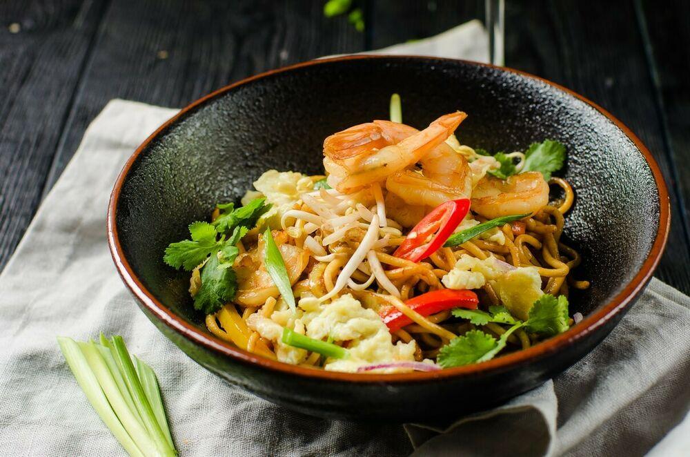Chow Mein noodles with shrimps