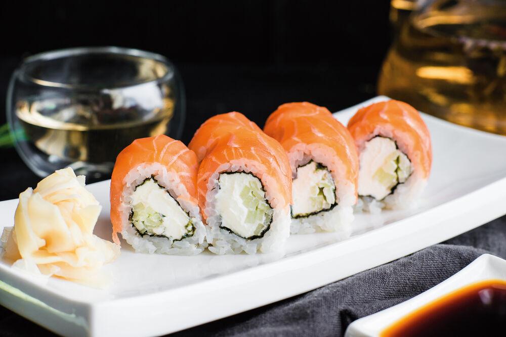 Philadelphia roll with salmon