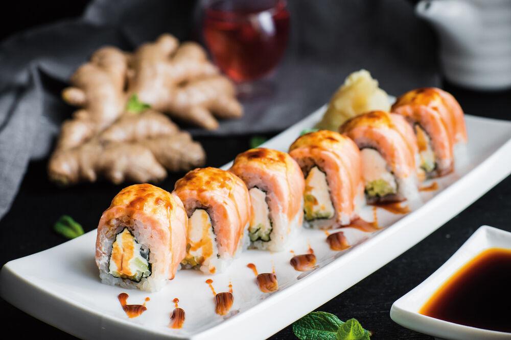 Baked Philadelphia roll with salmon