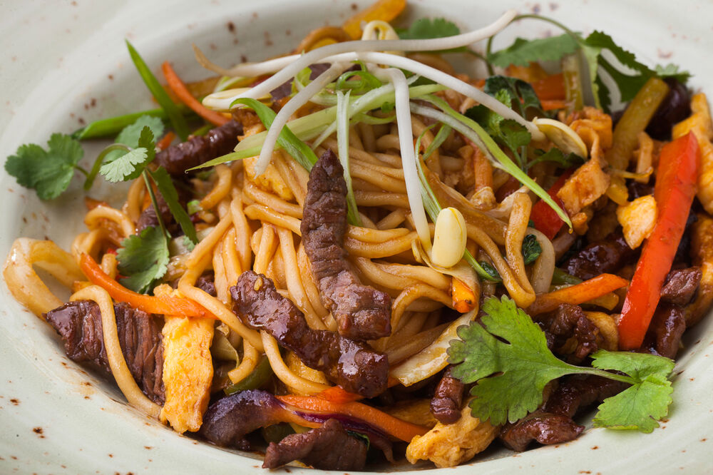 Wheat noodles Wok with beef