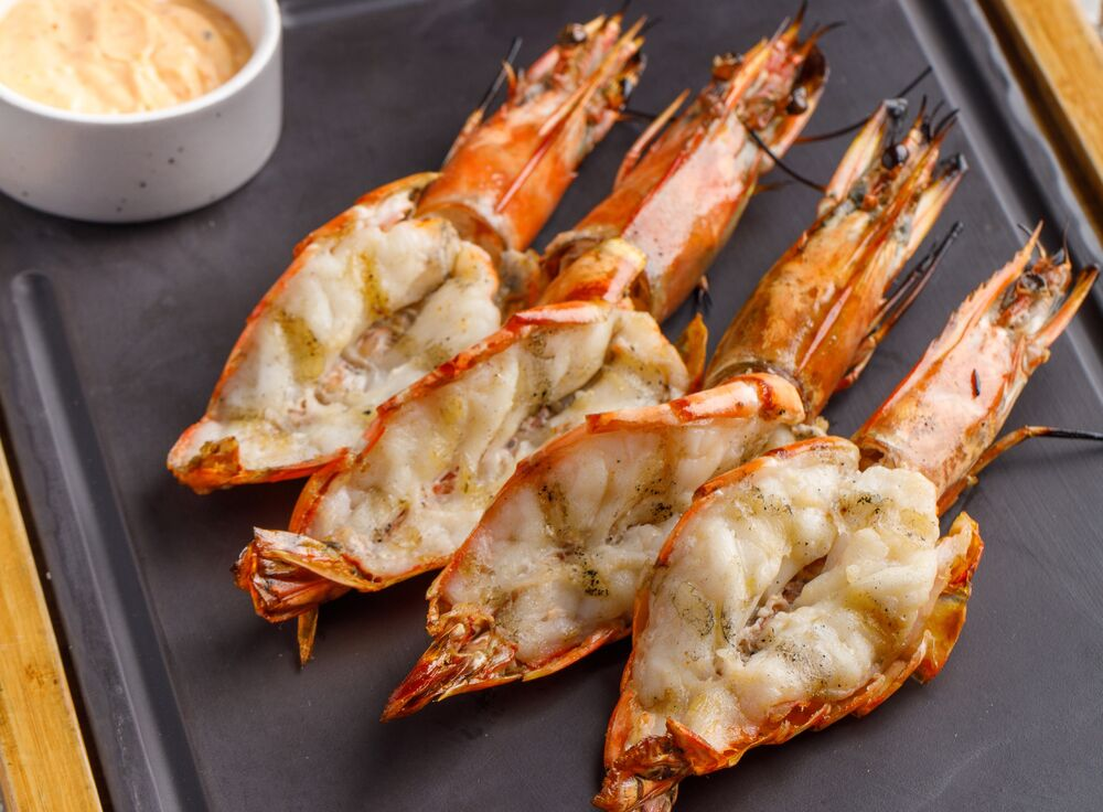 Grilled shrimps in shell