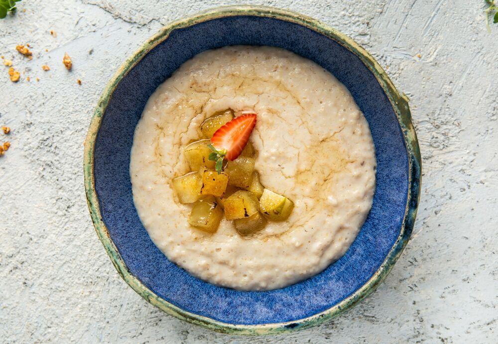 Oatmeal porridge with apple