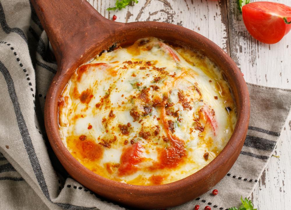 Fried Suluguni with fresh tomatoes