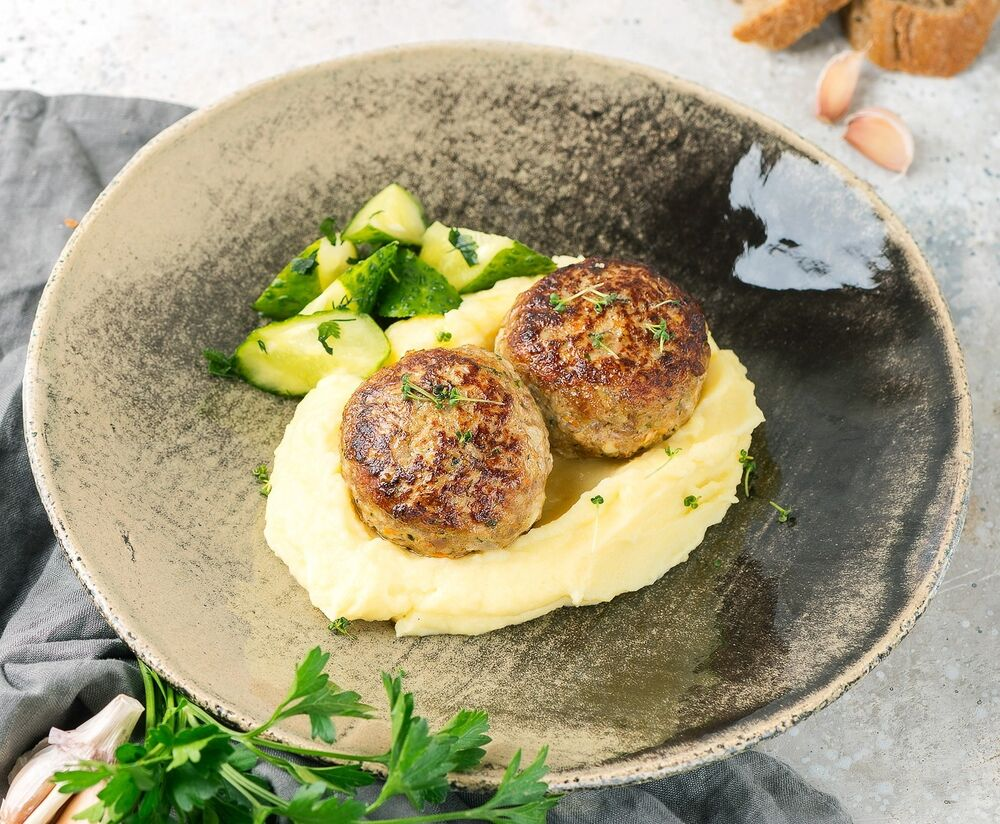Cutlets by Petrovna with mashed potatoes