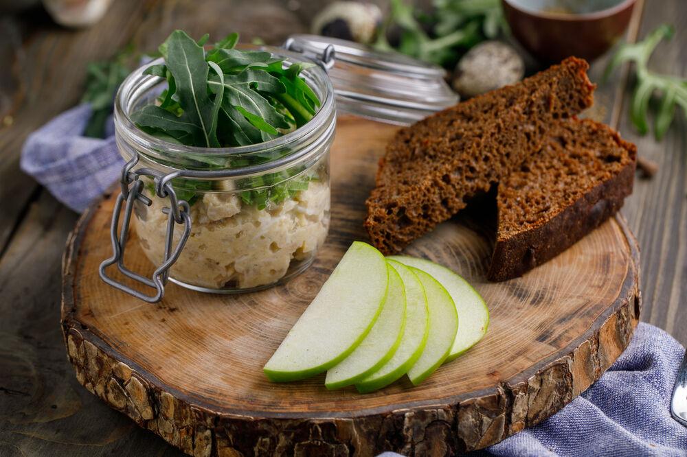 Vorshmak with toasted rye bread