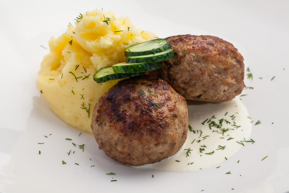 Mom's cutlets with mashed potatoes