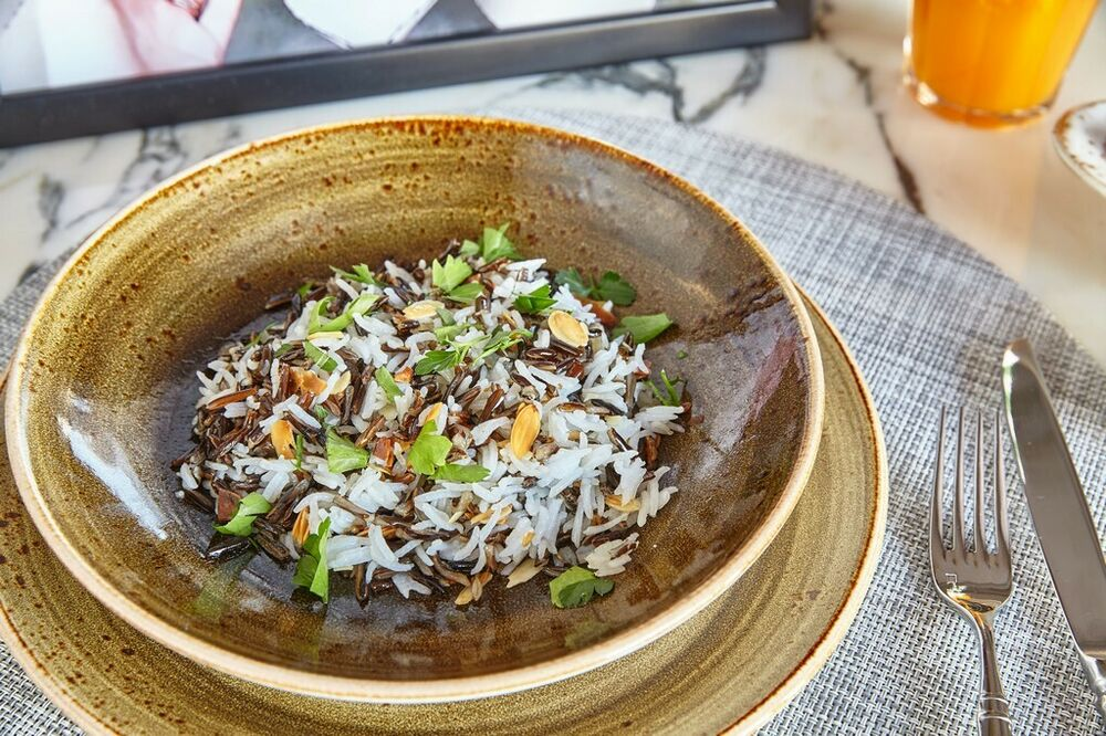 Mix rice with almonds