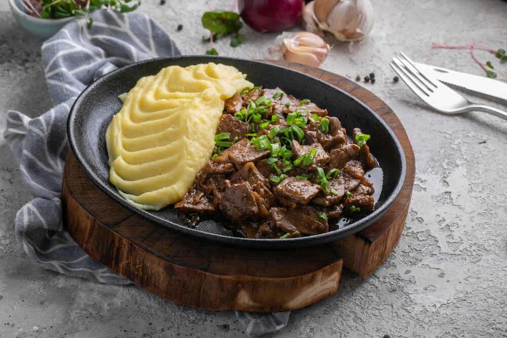 Veal liver with potatoes