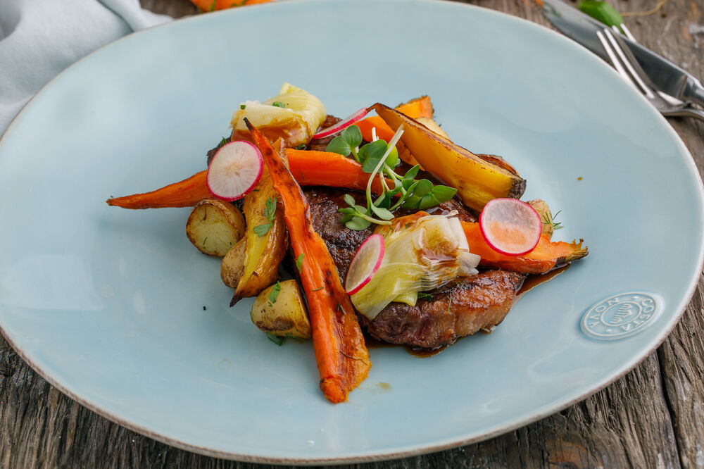 Beef tagliata with baked vegetables