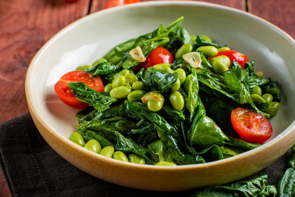Stewed spinach with cherry tomatoes and edamame