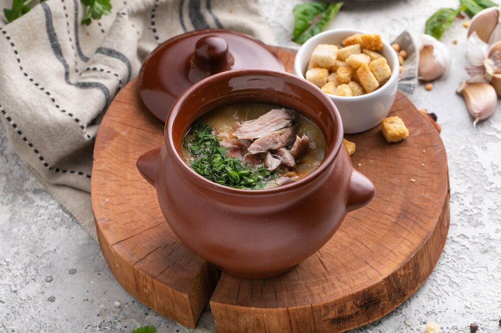 Pea soup with smoked meat