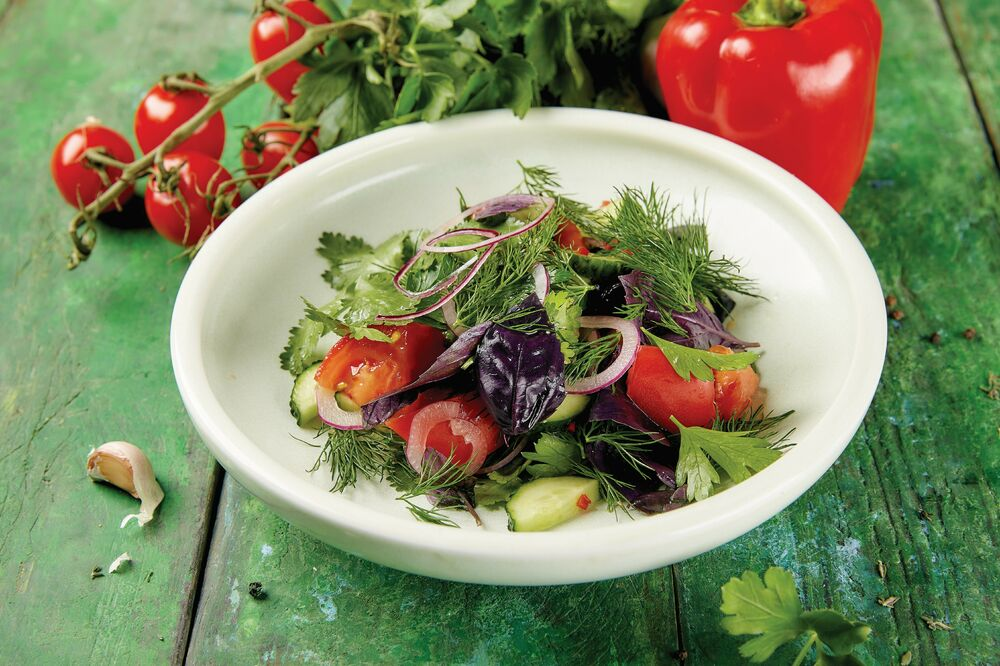 Vegetable salad with herbs