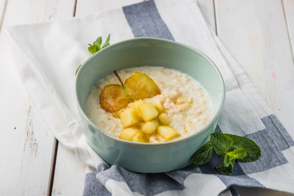 Oatmeal with caramelized apple
