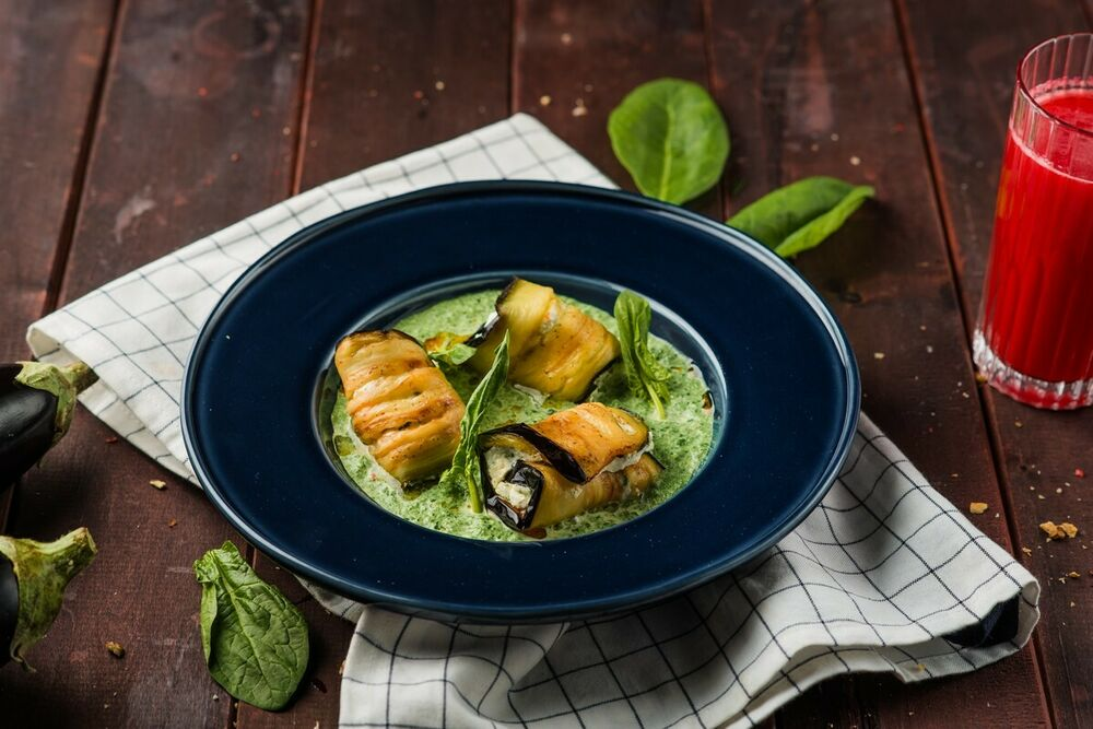 Eggplant rolls with nadugi and spinach sauce