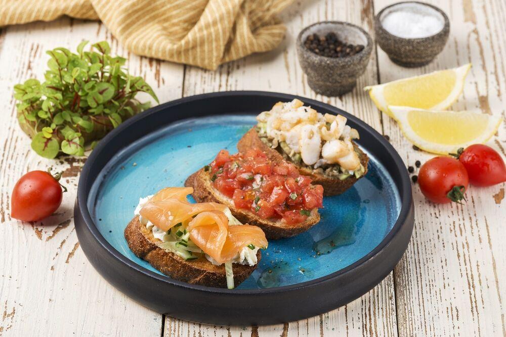 Brurchettas with salmon 2 pcs.