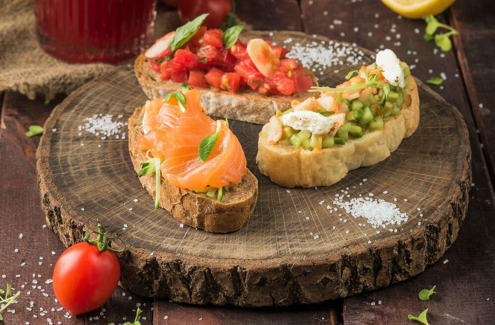 Brurchettas with shrimps and avocado