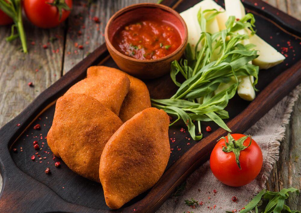 Mchadi with suluguni cheese