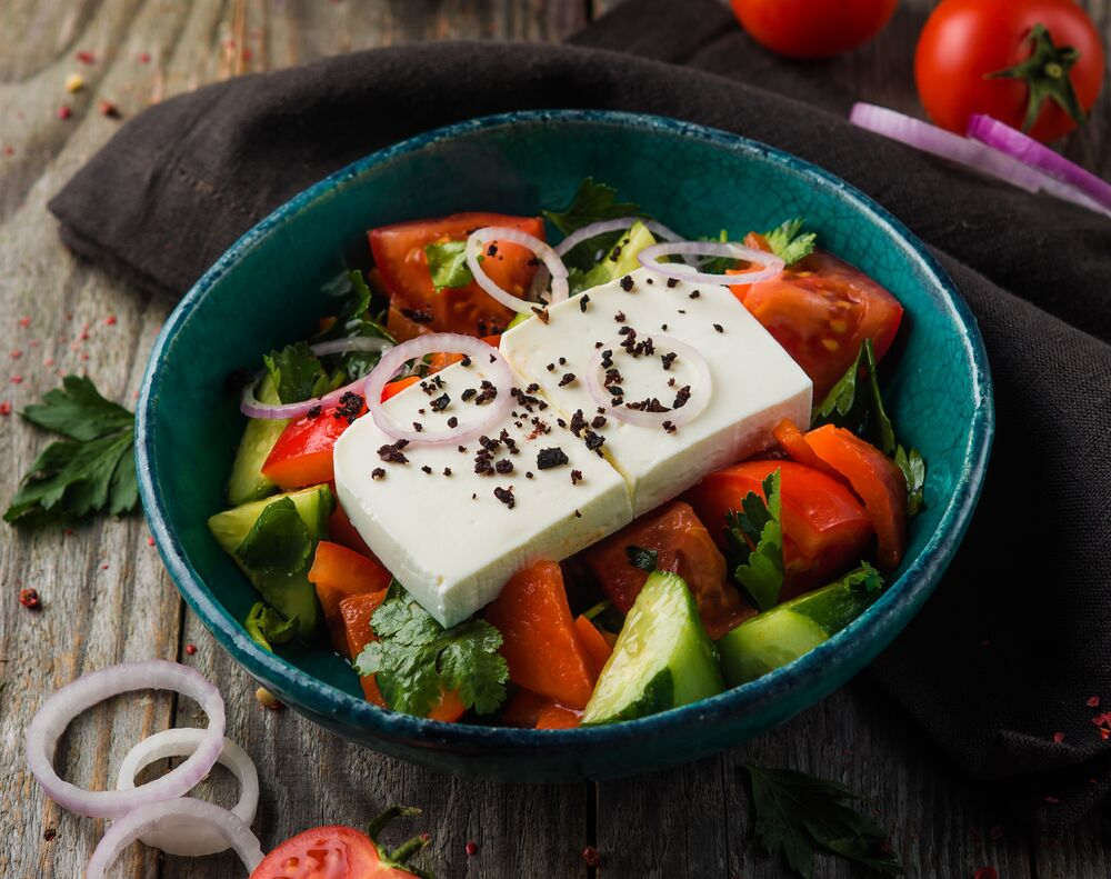Vegetable salad with roasted paprika and bryndza